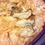 牡蠣と餃子、豚肉のキムチ鍋