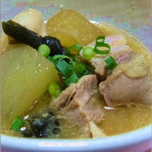 沖縄料理・豚肉と冬瓜と昆布のソーキ汁