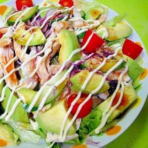 アボカドと茹で鶏のサラダ