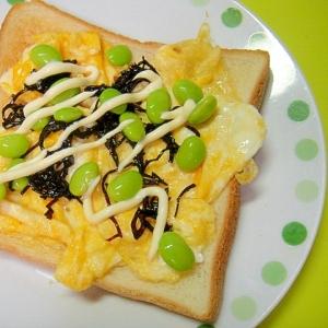炒り卵と枝豆おにぎり昆布のトースト