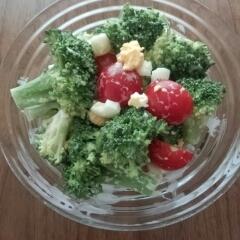 ブロッコリーとミニトマトの鮮やかサラダ