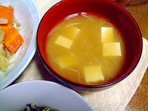 シンプル 新たまねぎが甘いお味噌汁
