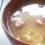 なめこと白菜の味噌汁