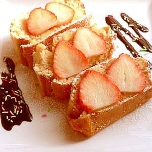 ホットケーキミックスで☆苺ミルクマフィンケーキ