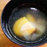 薩摩芋と餃子の皮の中華スープ