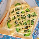 きゅうりとチーズのマヨごまトースト