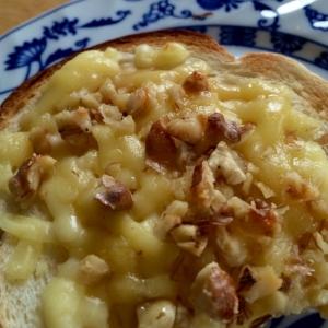 くるみ&チーズでトースト