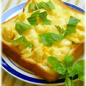 フレッシュバジルが美味しい☆卵トースト
