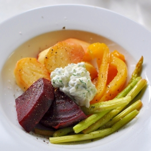 彩り野菜のソテー サワークリームオニオン添え