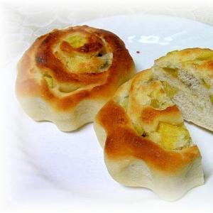 トリプルココナッツとさつまいものうずまきパン