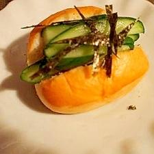 ディナーロールパンで♪ 糠漬け胡瓜サンド!