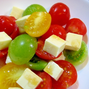 色鮮やか!☆プチトマトとベビーチーズの彩りサラダ☆