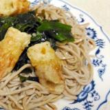竹輪の天ぷらとワカメの冷やし蕎麦