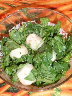サラダほうれん草と里芋の胡麻ポンサラダ