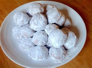 グルテンフリーのココア味スノーボールクッキー