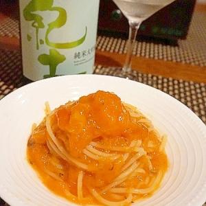 ワイングラス片手に、柿とニンジンの冷製パスタ