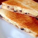 マッシュルームとチーズのホットサンド
