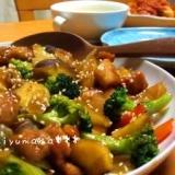 彩り鮮やか***鶏とたっぷり野菜の甘辛ゴマ絡め