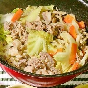 キャベツと豚こまの味噌風味蒸し焼き