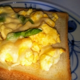 卵とアスパラのマヨピザトースト