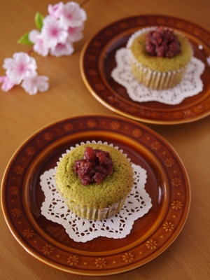 栗がまるごと!抹茶とあずきのはちみつカップケーキ