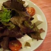 サニーレタスと豆腐のサラダ