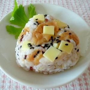 北海道☆北海道産チーズと梅干しの簡単おにぎり☆