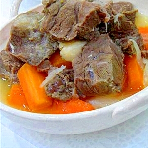 牛すね肉の塩にんにく煮込み