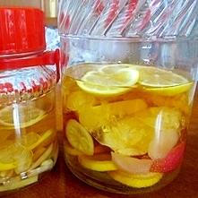 美肌になるリンゴ酢と生姜酢です