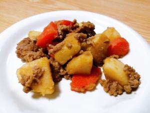 合い挽き肉とじゃがいもと人参のオイスターソース炒め