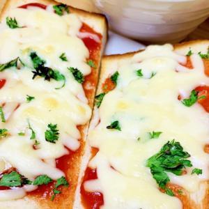 朝ごはん!ケチャップとチーズで簡単ピザトースト