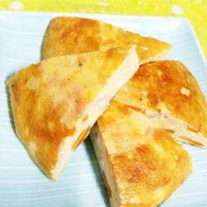 《炊飯器で作る》ハムとチーズのオムレツ