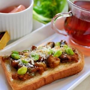 枝豆入り焼きドライカレー風トースト