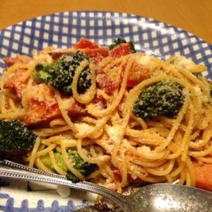 粉チーズたっぷり♪ブロッコリーのトマトパスタ