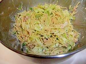 スパゲッティをポキポキ折って、サラダを作りましょ
