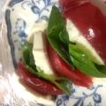 トマトとモッツァレラチーズとバジルのカプレーゼ