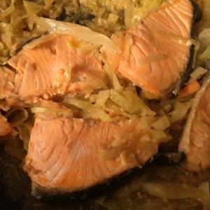 鮭とキャベツの味噌マヨ蒸し