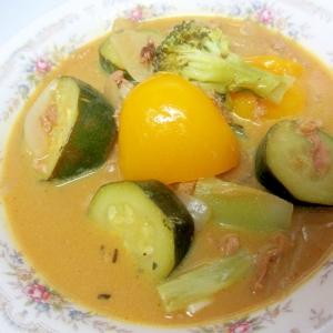 豚肉、パプリカ、ズッキーニののミルクカレースープ