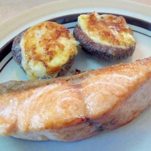 鮭のソテー☆マヨ椎茸添え