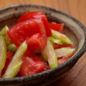 甘~い新玉ねぎドレッシング!トマトとセロリのマリネ