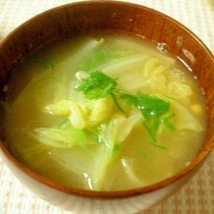 コーンと白菜と大葉の味噌汁