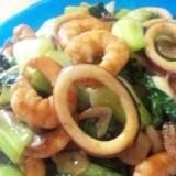 チンゲン菜と海老とイカのオイスター炒め