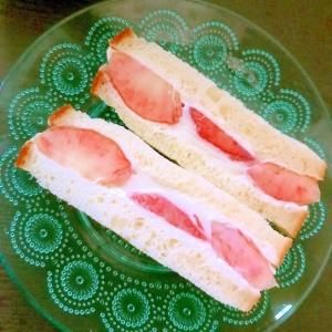 ネクタリンの桃モッツァレラヨーグルトサンド