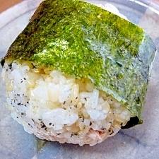 ツナマヨ&黒すりごまのおにぎり**