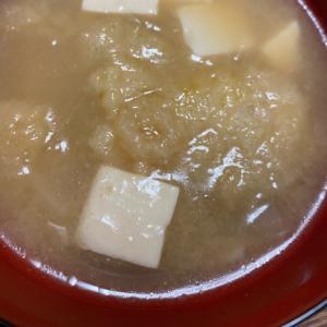松山揚げと豆腐と玉ねぎの味噌汁