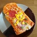 サラミとハムとコーンのピザトースト