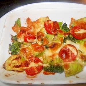 アボガドとミニトマトとブロッコリーのマヨチーズ焼き