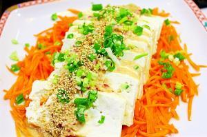 豆腐と人参のサラダ