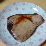 マグロの切り身のガーリックステーキ