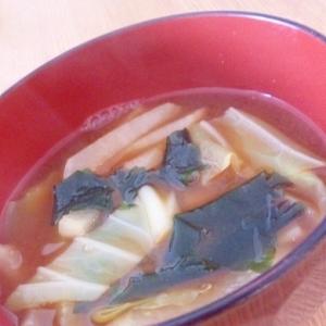 大根とキャベツ、ワカメの味噌汁